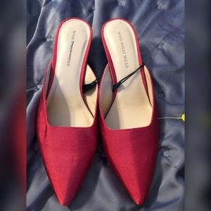 Red Who What Wear shoes size 8